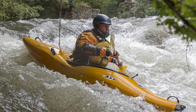 El embalse de Eugi soltó ayer unos 12.000 litros por segundo de agua en doce horas.