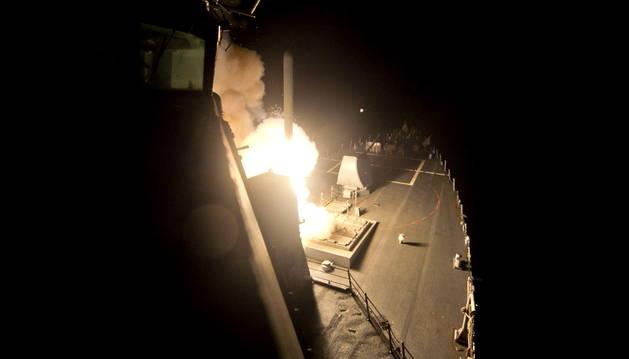 Un destructor norteamericano lanza un misil en Siria