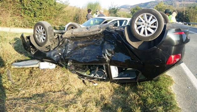 Dos heridos leves tras volcar con su vehículo en Muruzábal