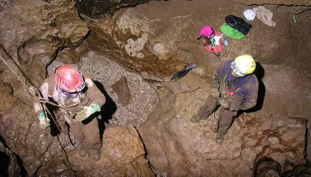 Un espeleólogo español herido en una cueva de la selva peruana