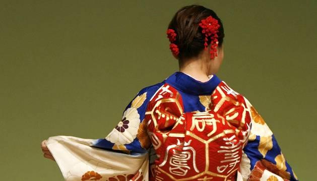 El kimono japonés se adapta a los tiempos modernos