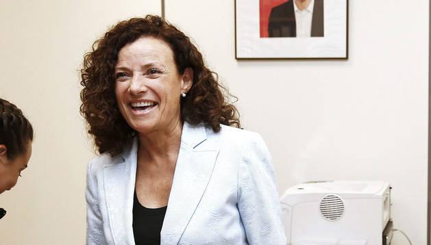 Amanda Acedo presenta sus avales en la sede del PSN