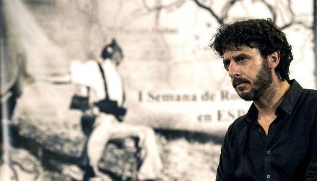 El reportero de Guerra, Emilio Morenatti, durante su participación en el homenaje al fotógrafo Robert Capa.