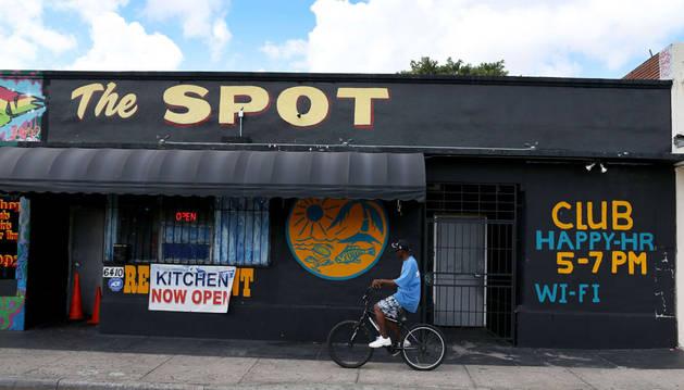 Quince jóvenes resultan heridos tras un tiroteo en un club de Miami