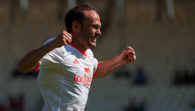 Nino celebra el primero de los dos goles que consiguió ante el Lugo