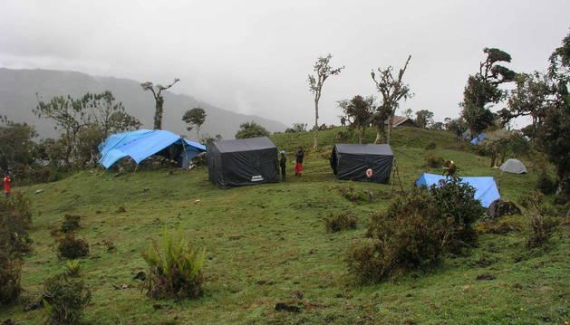 Rescatan al espeleólogo español tras doce días en una cueva de Perú