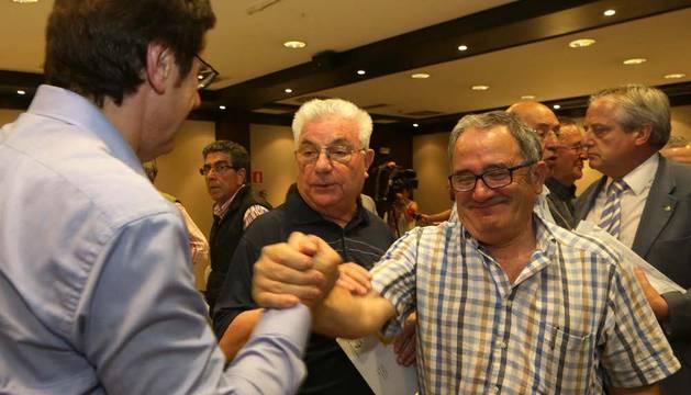 Luis Sabalza felicita a Zabaleta ante Felix Cía