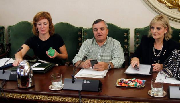 Eduardo Vall y Pilar Ferrero, de PSN, antes de iniciar la sesión.