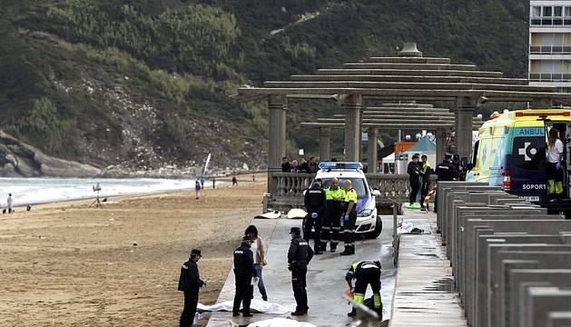 Dos hermanos, vecinos de Pamplona, fallecieron ahogados mientras practicaban surf en la playa de Zarautz el domingo 5 de octubre de 2014.