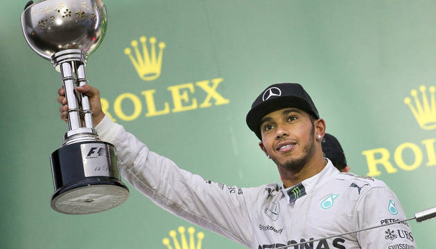Hamilton refuerza su liderato al ganar en Suzuka