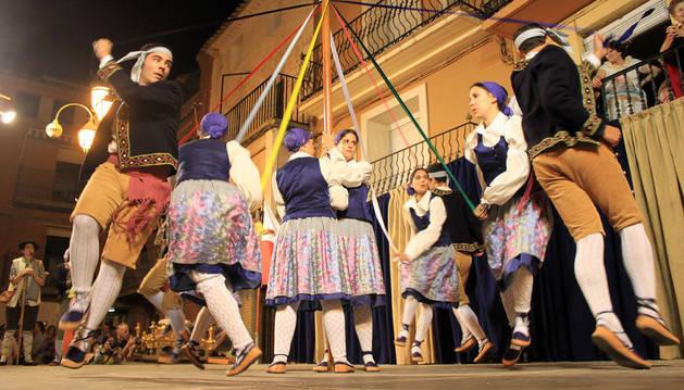 El paloteado llena Ablitas de verso y danza