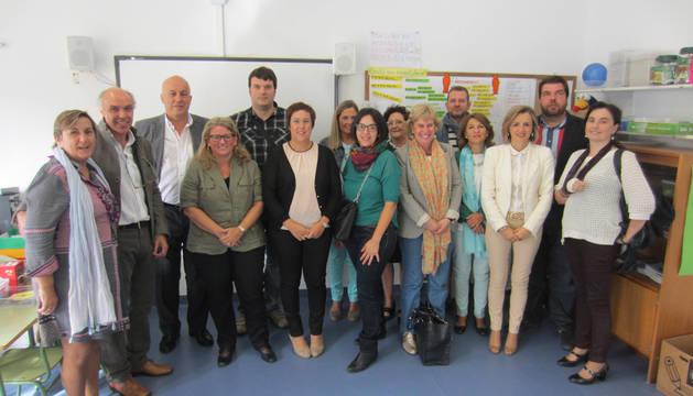 Los parlamentarios visitan el colegio Paderborn-Víctor Pradera