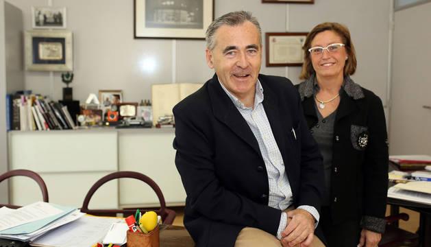 Francisco Esparza y Marisa Gómez, presidente y directora de la Asociación de Empresas Familiares de Navarra