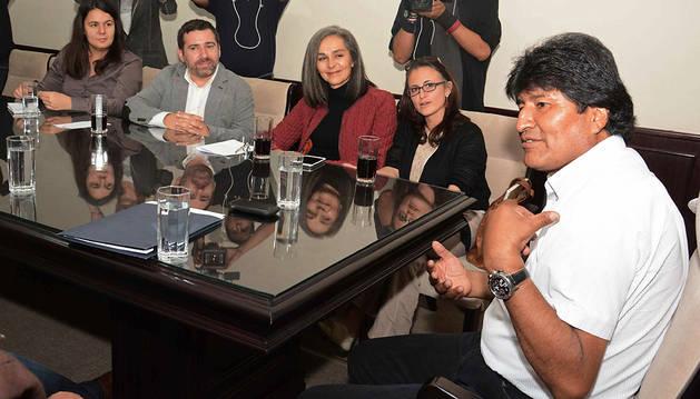 La oposición fragmentada allana la reelección a Evo Morales