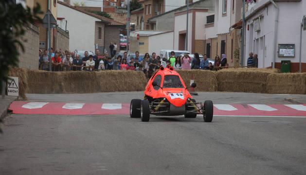Un instante durante la disputa del Rally por las calles de la villa de Ablitas.