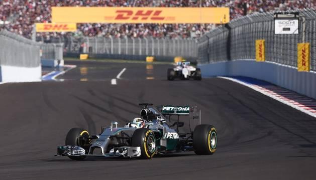 Hamilton refuerza su liderato en el primer Gran Premio de Rusia