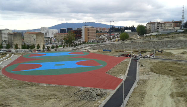 Las pistas deportivas destacan entre las obras del nuevo parque de Lezkairu.