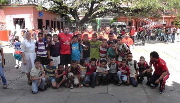 Alumnos y profesores del colegio San Antonio de Ciudad Darío, apadrinado por Fundación Osasuna.