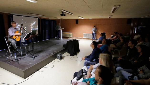 El IES Valle del Ebro acoge un recital en homenaje a Antonio Machado