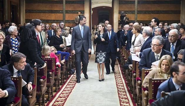 Los Reyes Felipe VI y Letizia han presidido la sesión institucional de clausura del tricentenario de la Real Academia Española, que incluye la presentación oficial de la 23.ª edición del Diccionario de la lengua española.