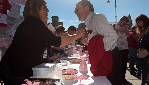 Saray ha celebrado este sábado 19 de octubre 'El Día Internacional del Cancer de Mama' en la plaza del Castillo de Pamplona