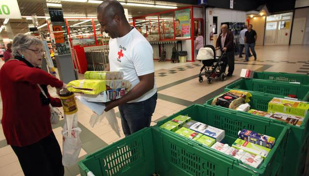 Recogida de alimentos solidaria en el Simply