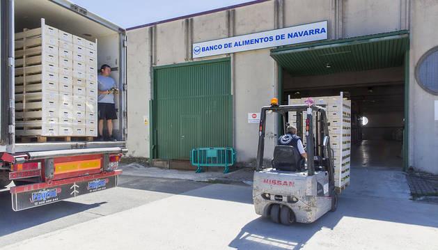 El Banco de Alimentos de Navarra no absorbe todo el excedente de fruta