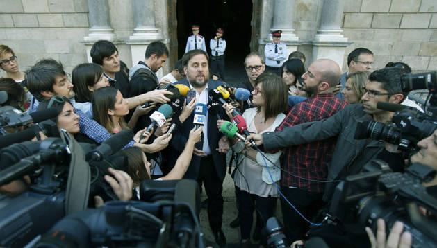 El presidente de ERC, Oriol Junqueras, al salir de la reunión que ha mantenido con el presidente catalán, Artur Mas