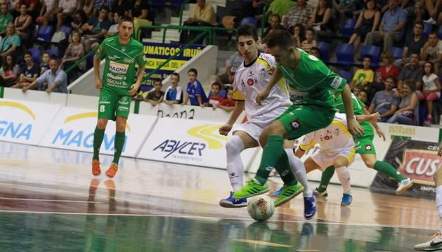Dani Saldise y Roberto Martil, ante el Santiago Futsal