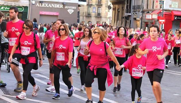Imágenes de la tercera edición de la Carrera contra el Cáncer de Mama en Navarra