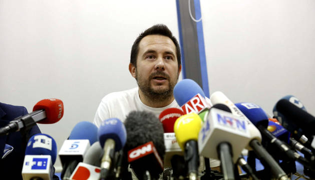 Javier Limón, marido de Teresa Romero, en la rueda de prensa