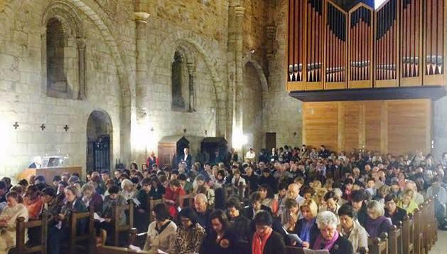 Interior del templo del Monasterio de Leyre, durante la ceremonia de acción de gracias