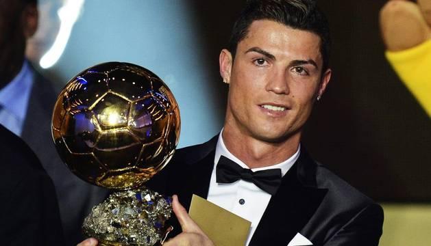 Cristiano, con el Balón de Oro de 2014