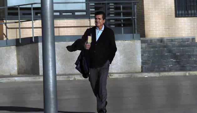 El exministro y expresidente de Baleares, Jaume Matas, en el momento de abandonar el módulo de régimen abierto del centro penitenciario de Segovia