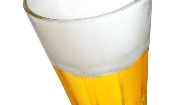 Un vaso de cerveza