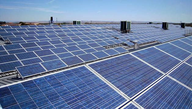 Cientos de placas solares en Cascante