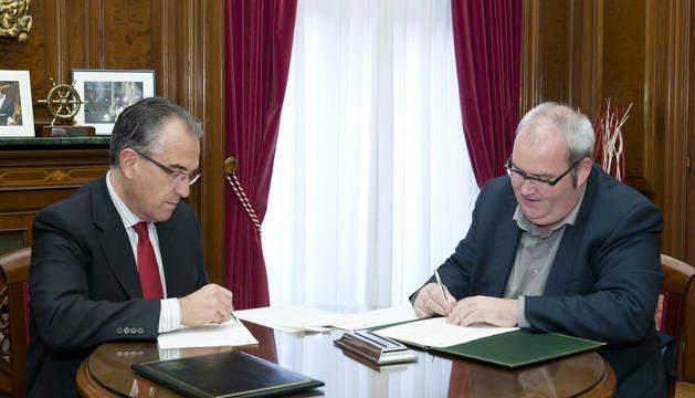El Ayuntamiento y la Fundación Pablo Sarasate han firmado un convenio para que los alumnos de la Escuela de Música Joaquín Maya acudan a la OSN con precios reducidos