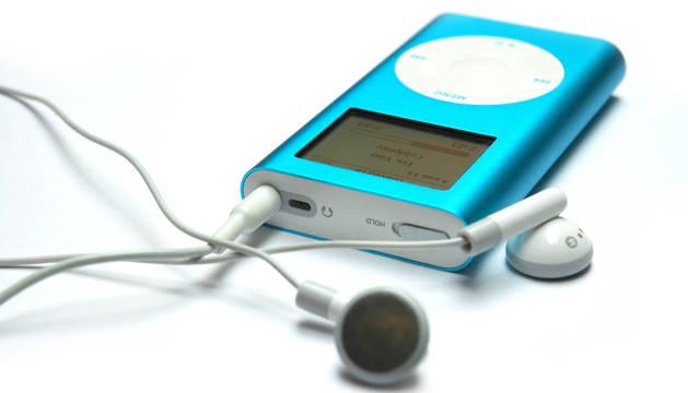 Escuchar música, la actividad más seguida en España