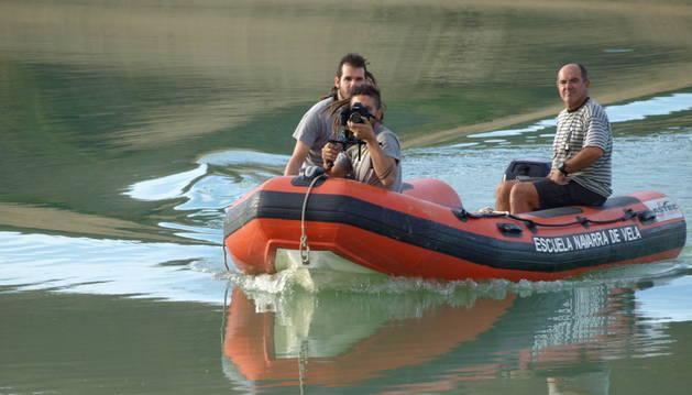 Un equipo de rodaje graba en Alloz tomas de un documental