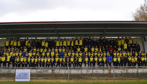 Todas las equipaciones del C.D. Arenas de Ayegui tras la presentación de los 176 jugadores
