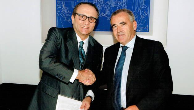 Firma del acuerdo por parte de los presidentes