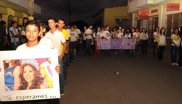 Manifestación de jóvenes pidiendo la liberación de las desaparecidas.