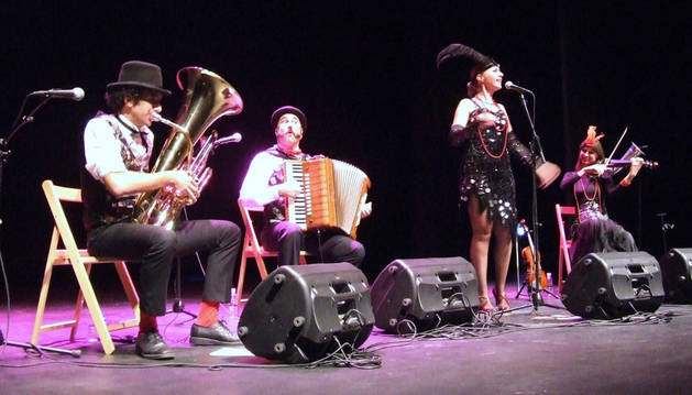 El grupo Desvarietés Orquestina, en un momento de su actuación