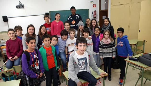 Jorge Garijo Castillejo -en el centro de la foto, en primer plano-, junto a sus compañeros de clase.
