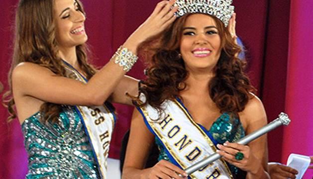La asesinada Miss Honduras, al coronarse en el concurso