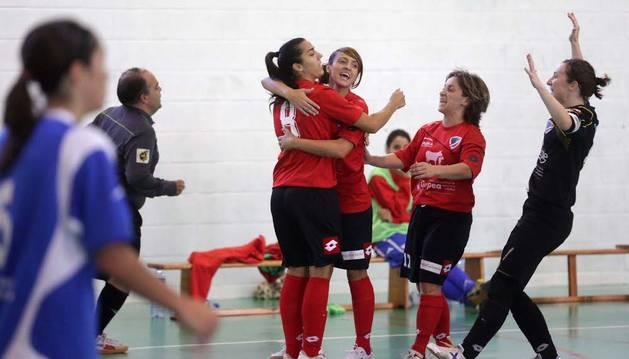 Celebración de las jugadoras del Orvina contra La Rioja