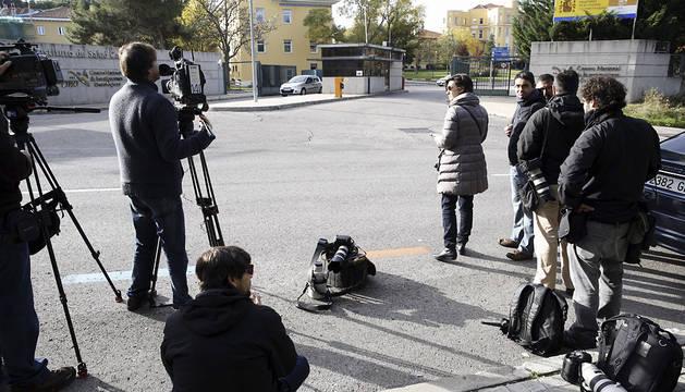 Llegada de la ambulancia con la médico navarra al hospital Carlos III de Madrid.