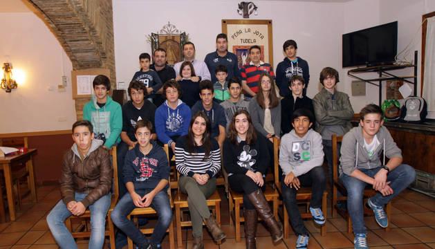 Imagen de algunos de los integrante de la sección infantil de la peña La Jota de Tudela.