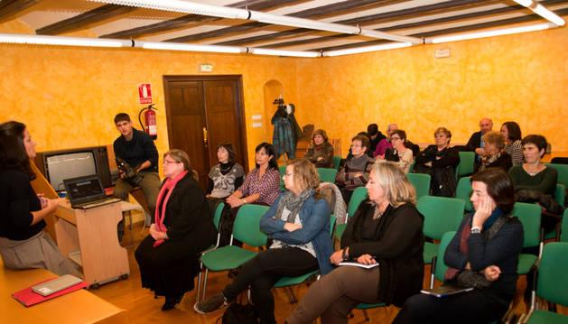 Instantánea de la sesión de presentación de la oferta de voluntariado en Tafalla.