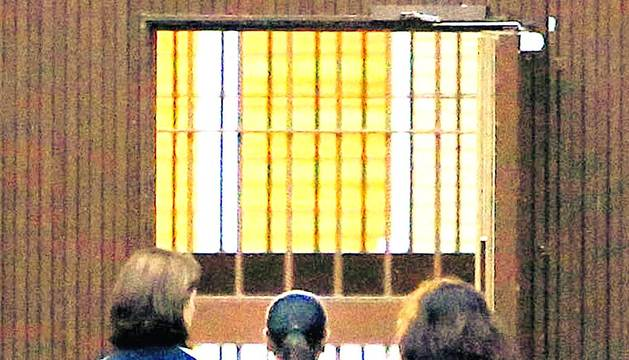 La tonadillera Isabel Pantoja, condenada a dos años de prisión por blanqueo de capitales, ha entrado hoy a las 8 horas en la cárcel sevillana de Alcalá de Guadaira.